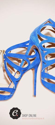 Evolution Luxury #donna #eleganza #chic #beauty #donna #fashion #blu #sandali #marcellis #summer2016 #polignanoamare #piazza #newcollection #dopoilmareevolution #WeareinPolignano #visitpuglia #bari #boutique #outlet #vacanze #viaggi #valigie #shopping