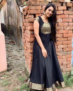 Salwar Neck Designs, Churidar Designs, Kurta Neck Design, Kurta Designs Women, Blouse Neck Designs, Salwar Neck Patterns, Long Gown Dress, Saree Dress, Indian Designer Outfits