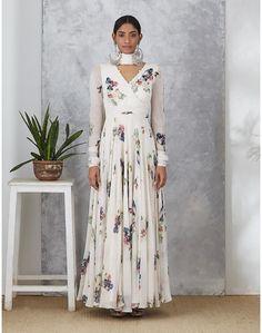 Simple Anarkali, White Anarkali, Anarkali Dress, Indian Attire, Indian Outfits, Indian Wear, Kurti Designs Party Wear, Kurta Designs, Indian Gowns Dresses
