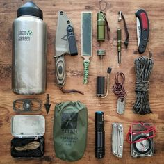 Top bushcraft techniques that all survival fanatics will certainly wish to master right now. This is most important for bushcraft survival and will definitely spare your life. Survival Weapons, Apocalypse Survival, Tactical Survival, Survival Tools, Survival Prepping, Edc Tools, Tactical Training, Survival Items, Survival Supplies