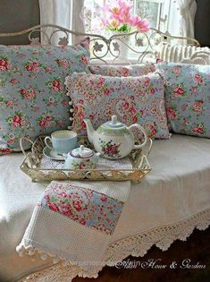Splendid Shabby Chic                                                                                                                                                      More  .. #shabbychicbedroomscolors
