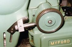 Simple Dividing on the Myford Lathe Metal Lathe Tools, Diy Lathe, Homemade Tools, Diy Tools, Lathe Accessories, Engineering Tools, Machinist Tools, Industrial Machine, Maker Shop