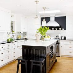 classic black + white pair beautifully in this chic modern kitchen