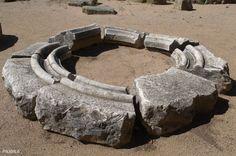 Rosetón gótico inacabado. Sant Esteve de Canapost. Siglos IX-XII. Canapost. Girona