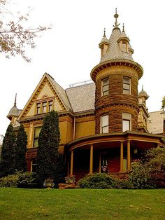 Henderson Castle, Kalamazoo ~ It was built in and it is now used as a bed and breakfast. Victorian Architecture, Beautiful Architecture, Beautiful Buildings, Beautiful Homes, Victorian Buildings, Beautiful Castles, House Architecture, Henderson Castle, Palaces