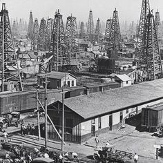 1930 - OILFIELD IN GRANGER, TEXAS