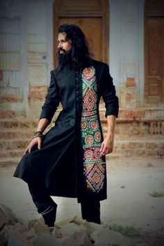 Weddings are incomplete for men without wearing sherwani. Here some latest sherwani style outfits for men this wedding season. Mens Indian Wear, Indian Groom Wear, Indian Men Fashion, Boy Fashion, Mens Fashion, Fashion Design, Fasion, Kurta Men, Mens Sherwani