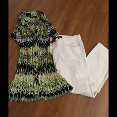 Pleated short sleeve blouse🌸💐BOGO💐🌸 This is a great top for spring and summer.Great with skirts or pants. Excellent condition. Basic colors are lime green and black. Short sleeve button down. Apt.9 Tops Button Down Shirts
