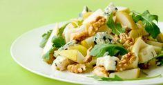 Recette de Salade de mâche aux poires, roquefort et noix. Facile et rapide à réaliser, goûteuse et diététique. Ingrédients, préparation et recettes associées.