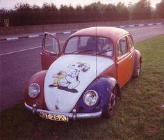 Snoopy VW Beetle...oh if i still had my orange vw!!! My first vehicle!!!