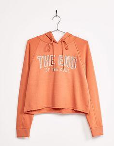 https://www.bershka.com/pl/kobieta/odzież/bluzy/krótki-sweter-z-kapturem-i-haftami-c1010193222p100903625.html?colorId=354