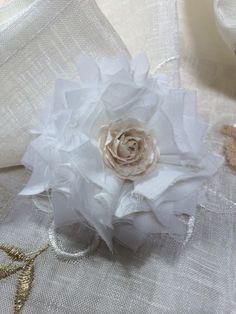 Shabby fabric flower Shabby Flowers, Fabric Flowers, Shabby Fabrics, Projects To Try, Crafts, Decor, Manualidades, Decoration, Burlap Flowers