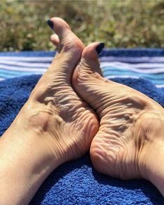 Image may contain: one or more people, shoes and outdoor Nice Toes, Pretty Toes, Feet Soles, Women's Feet, Gorgeous Feet, Beautiful Legs, Feet Images, Teen Feet, Foot Pics