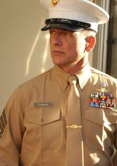 "Mark Harmon as Leroy Jethro Gibbs undercover in the NCIS episode ""One Shot, One Kill"" his name tag says Thomas ha"