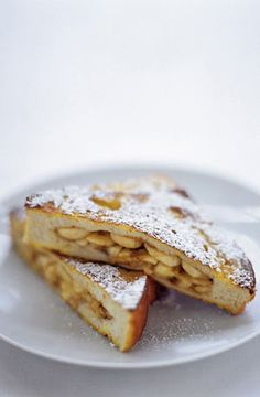 This banana French toast sandwich is an absolute delight – and so quick and easy to put together #WhattheHack