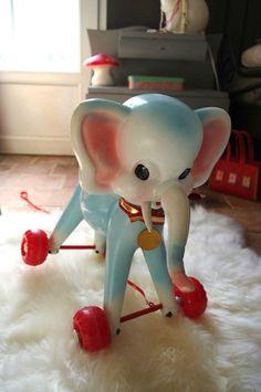 awwwwww sweet...kitschy elephant
