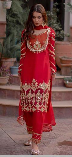 Pakistani Fashion Party Wear, Pakistani Formal Dresses, Indian Gowns Dresses, Pakistani Dress Design, Pakistani Outfits, Indian Outfits, Embroidery Suits Design, Embroidery Fashion, Frock For Women