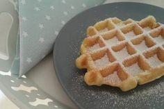 Belgian waffles - Food for Teens Easy Healthy Recipes, Great Recipes, Easy Meals, Healthy Food, Waffle Recipes, Cake Recipes, Baby Finger Foods, Belgian Waffles, Getting Hungry