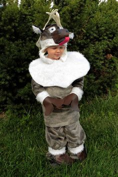 FREE Sven Inspired Goofy Reindeer Costume Tutorial & Pattern | Everything Your Mama Made & More
