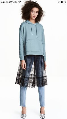 Shop online for women's skirts at H&M. Choose from pencil skirts, pleats, denim, leather skirts and more in mini, midi and maxi lengths. Estilo Fashion, H&m Fashion, Fashion Week, Runway Fashion, Fashion Looks, Fashion Outfits, Fashion Trends, Style Désinvolte Chic, Style Casual
