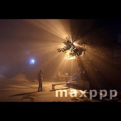 An Indian man prays, facing a temple on a roadside amid heavy evening fog in Amritsar, India, 05 January 2017.  EPA/RAMINDER PAL SINGH (MaxPPP  #photo #photos #pic #pics #picture #pictures #snapshot #art #beautiful #instagood #picoftheday #photooftheday #tbt #cute #followme #follow #color #exposure #composition #focus #capture #moment #photojournalism #photojournalisme #maxppp