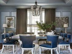 salle à manger moderne avec chaises en cuir bleu