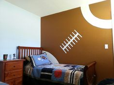 Sports room idea football fan theme boys bedroom decor themed decorating ideas i . boys themed bedroom ideas little boy sports Boys Football Bedroom, Boy Sports Bedroom, Football Rooms, Boys Bedroom Decor, Bedroom Themes, Bedroom Ideas, Football Wall, Boy Bedrooms, Sport Football