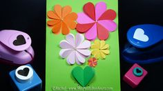 carte fleurs bricolage avec perfos coeurs Diy, Silicone Molds, Envelope, Projects To Try, Scrap, Activities, Cards, Centre, Parents