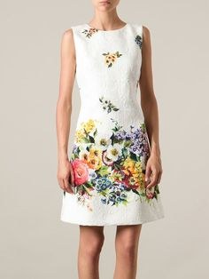 All day dresses. Never be stuck without something to wear with our collection of designer day dresses at Farfetch. 21st Dresses, Dressy Dresses, Office Dresses, Day Dresses, Floral Fashion, Fashion Dresses, Velvet Dress Designs, Moda Floral, Simple Summer Dresses