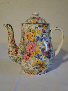 ~ very pretty. Vintage Coffee, Vintage Tea, Teapots And Cups, Teacups, Tea Pot Set, Tea Sets, Teapots Unique, Tea Cozy, Vintage China
