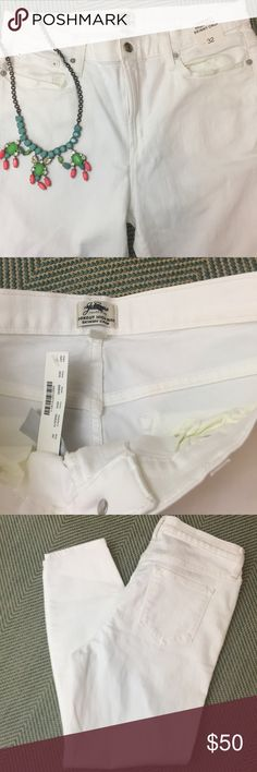 """J.Crew LookOut High Rise Crop Jeans White 32 NEW J.Crew 'LookOut High Rise Crop' jeans in white size 32. Style #B9842. 27"""" inseam 11"""" rise. 90%cotton 8%polyester 2%elastane. New with tag. Inside label marked through to prevent store returns. May have slight dusting marks that would come out in wash. $115 retail. J. Crew Jeans Skinny"""