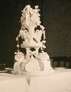 1920s Wedding Cake Have a look at more Wedding pictures at www.myweddingmall.com.