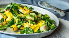 Zucchini and Spinach salad Frisk, Squash, Potato Salad, Zucchini, Spinach, Salads, Healthy Eating, Potatoes, Vegetables