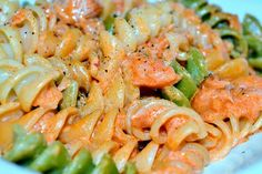 Pasta with smoked salmon Smoked Salmon Pasta, Love Eat, My Recipes, Pasta Salad, Shrimp, Paste, Food And Drink, Meat, Food Food