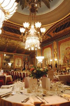 Brighton Pavillion interior. Chandelier, molding, exotic influence. John Nash. English Regency