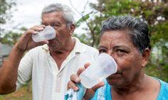 REPORTAJE OFICIAL: las problemas con la escasez de agua en Latinoamerica. Este region tiene mas agua que otros, pero tambien tiene un problema grande con la sed y limpiando el agua.