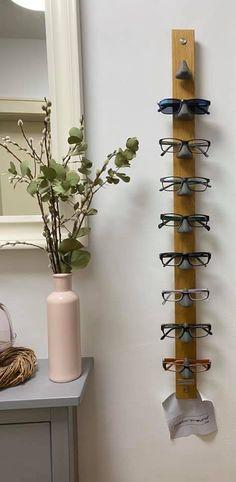 """Ein Nutzer schreibt """"Bei uns ist heute ein neuer Freund eingezogen 😂... Dank dem Brillenorganiser von @glaeserfreund.de konnten die Brillen endlich aus dem Küchenschrank ausziehen und sind jetzt sofort griffbereit auf der Nase ☺️. Super Material, toll verarbeitet, einfach beste Qualität - keine Massenproduktion, sondern handgemacht. Durch die Auswahl der verschiedenen Farben und Materialien passt der Gläserfreund auch zu jedem Einrichtungsstil. Voll zu empfehlen!"""" Viel Freude damit! Home Decor Furniture, Garden Furniture, Diy Home Decor, Repurposed Furniture, Painted Furniture, Diy Interior, Shop Interior Design, Ikea Living Room, Home Organization Hacks"""