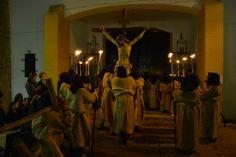 Via Crucis de la Juventud 2014, puerta de parroquia San Agustín.