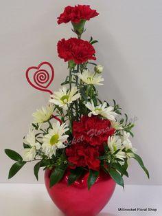 Valentine's Day Flower Arrangements, Altar Flowers, Vase Arrangements, Floral Centerpieces, Valentines Flowers, Valentine Nails, Valentine Ideas, Valentine Heart, Amazing Flowers
