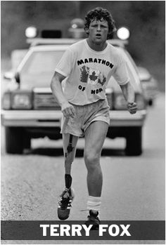 Terry Fox running in his Marathon of Hope in Having had his leg amputated he planned a cross-Canada marathon to raise money and awareness for cancer research. He passed away 37 years ago from today. I Am Canadian, Canadian Memes, Canada Eh, True North, Good People, Amazing People, British Columbia, Marathon, Ontario