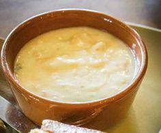La cheese soup, zuppa di formaggio, dimostra quanto la cucina canadese sia stata influenzata da quella francese: squisita e dai sapori eleganti.