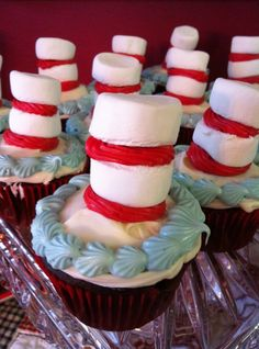 cat and the hat cupcakes