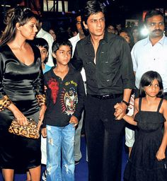 Shahrukh and Gauri Khan with Aryan and Suhana at the Drona Premiere. Thanks to Carol Reeves for this pin. Ngaire^^