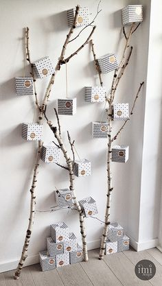 35 DIY Advent Calendar Ideas Anyone Can Make. DIY your very own homemade Christmas advent calendar and add some more festive decorations to your home! Christmas Tree Design, Noel Christmas, Modern Christmas, Winter Christmas, All Things Christmas, Christmas Crafts, Christmas Decorations, Advent Calenders, Diy Advent Calendar