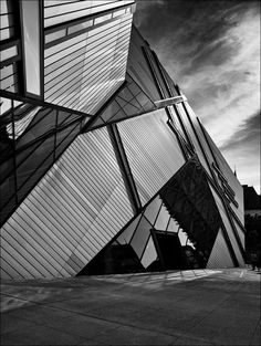 Royal Ontario Museum on Bloor Street. The Crystal, extension by Daniel Libeskind, architect.
