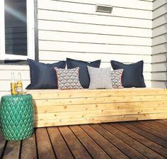 Outside Storage Bench, Patio Storage Bench, Diy Storage, Balcony Bench, Outdoor Sofa, Diy Outdoor Furniture, Outdoor Seating, Outdoor Decor, Outdoor Pallet