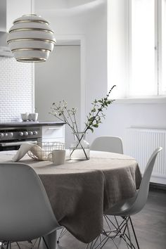 Dining Area, Kitchen Dining, Dining Room, Scandinavian Interior, Of Wallpaper, Interior Design Inspiration, Sweet Home, House Design, Beautiful Things