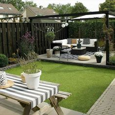 Fantastic backyard patio decorating ideas Find inspirations to plan and beautify your backyard design. These backyard patio ideas will help you to make your backyard pretty and comfort. Check now! Small Backyard Design, Backyard Patio Designs, Small Backyard Landscaping, Backyard Pergola, Landscaping Ideas, Pergola Kits, Pergola Ideas, Backyard Pools, Desert Backyard