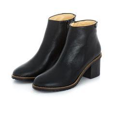 Terhi Pölkki   Hero boots