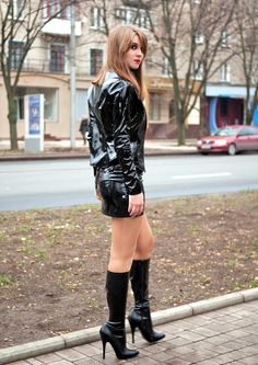 Her boots are crazy sexy! Sexy Outfits, Fashion Outfits, Sexy Stiefel, Vinyl Clothing, Leder Outfits, Transgender Girls, Sexy Latex, Leather Dresses, Sexy Boots